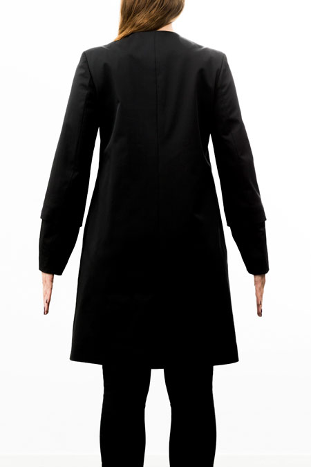 Hips-friendly coat on medium height