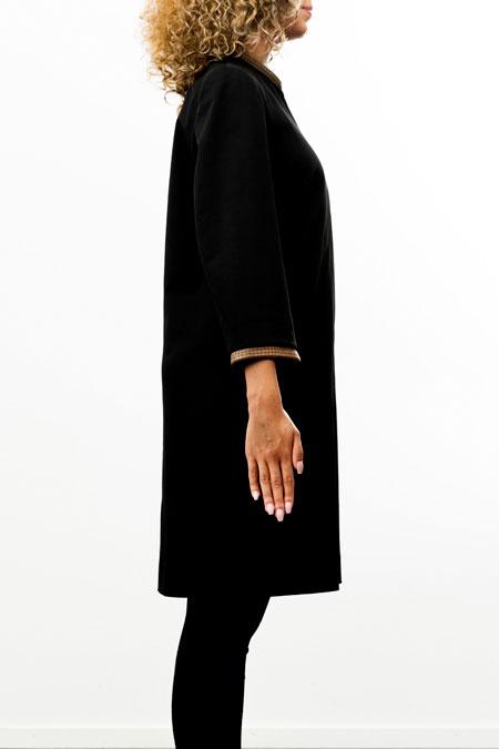 Bust-friendly coat - side look