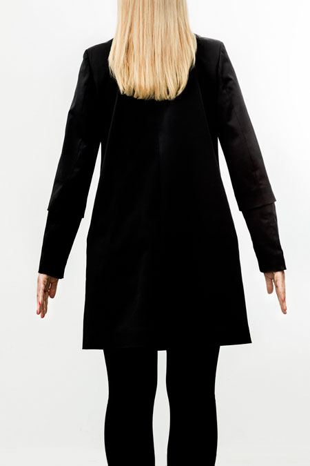 Hips-friendly coat from behind