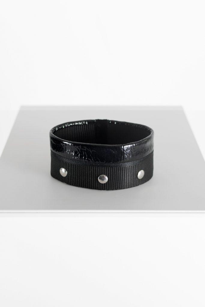 Coatally The Black shiny leather: Trustally Detail