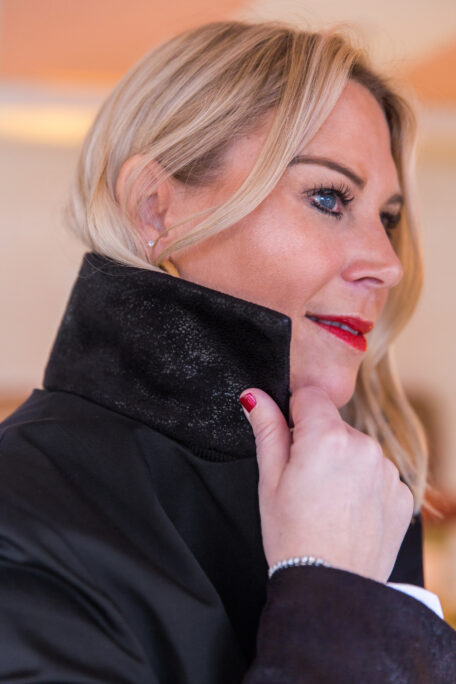 Smart womans coat with a suede leather collar