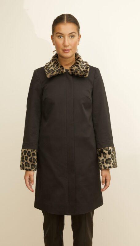 The leopard set on the black coat