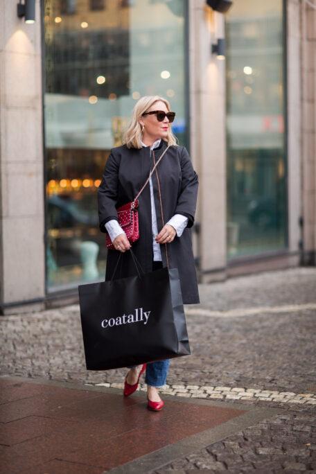 Reflective set on smart womens coat